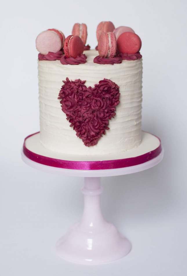 Romantic macaron buttercream layer cake layer cake for Decoration layer cake