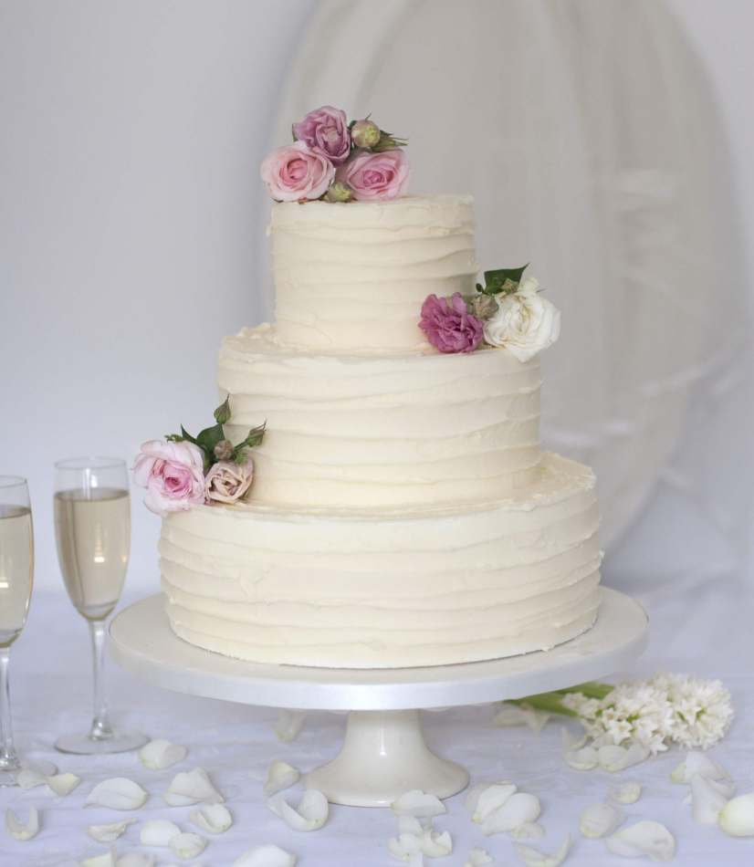 Wedding Cake Decor Uk : Buttercream Wedding Cakes to Buy Online Wedding cakes