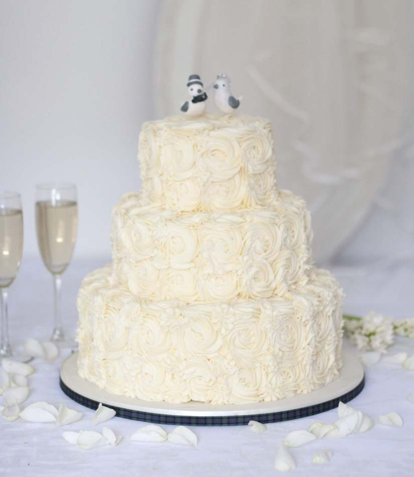 how much wedding cake to order buy wedding cake buttercream wedding cake scotland 15559