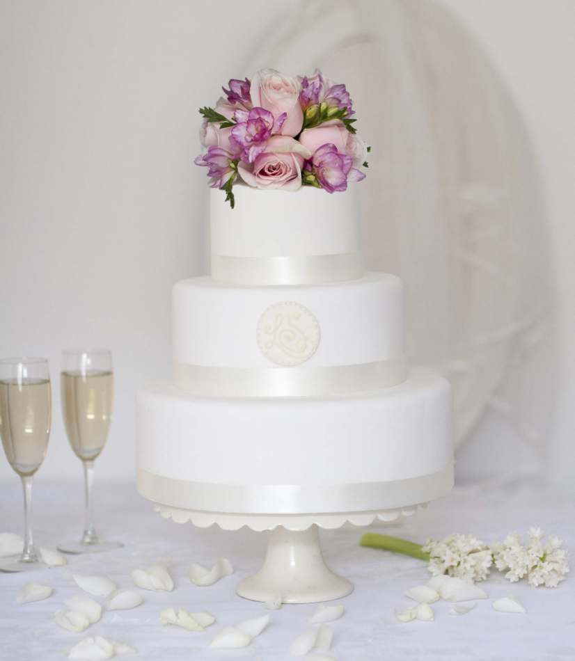 round monogram buy online wedding cake wedding cakes. Black Bedroom Furniture Sets. Home Design Ideas