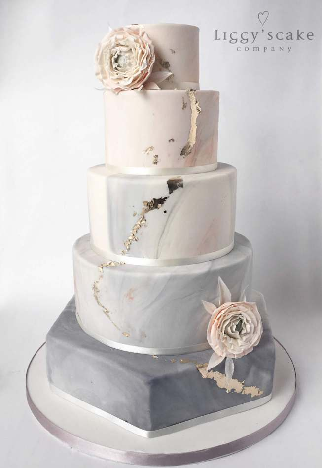 Pictures Of White And Gold Wedding Cakes