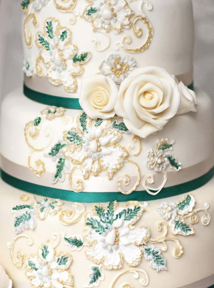 Emerald gold embroidery cake wedding cakes
